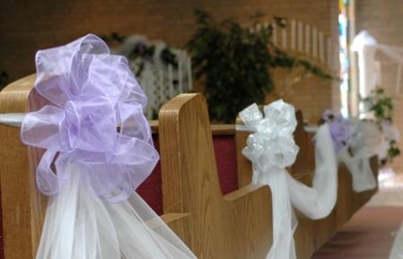 Casual lavender & white pew wedding decor'